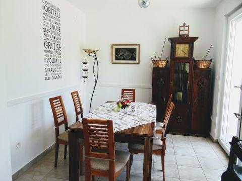 Matulji, obiteljska kuća u blizini centra od 140 m2