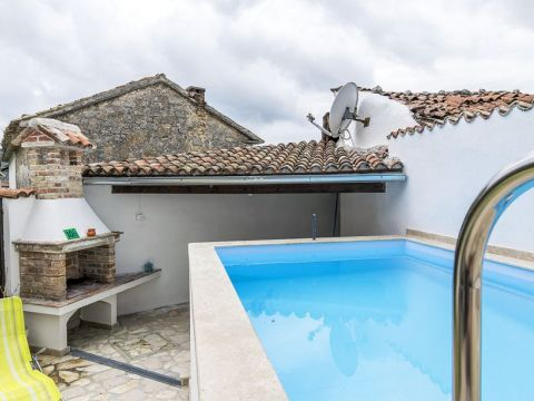 Istra, Lanišće, kuća s bazenom