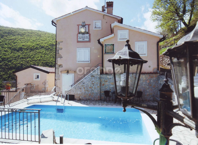 Mošćenička Draga-kuća sa imanjem i bazenom