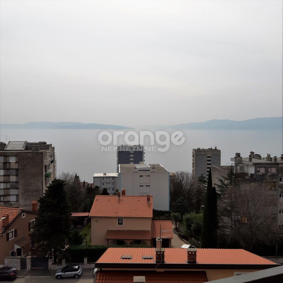 Dvosoban s DB, pogled na more s balkona