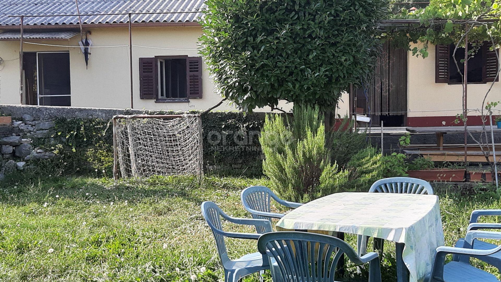 Matulji, kuća s okućnicom