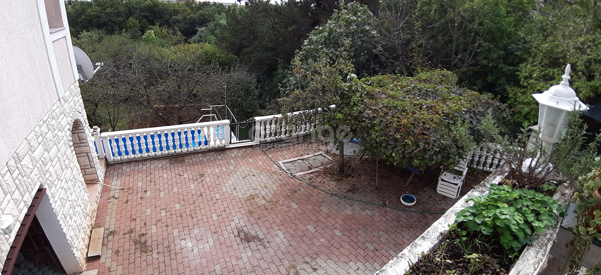 Kuća s imanjem i bazenom