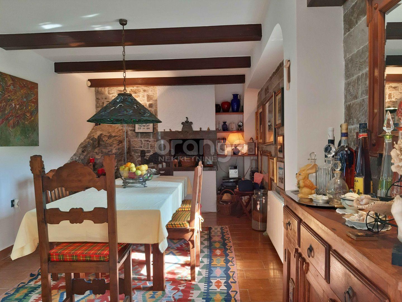 Lipa-prekrasna kuća sa lijepom okućnicom