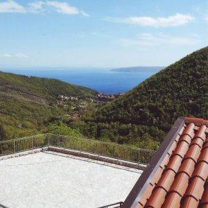 Mošćenička Draga-kuća sa imanjem i bazenom-PRODANO