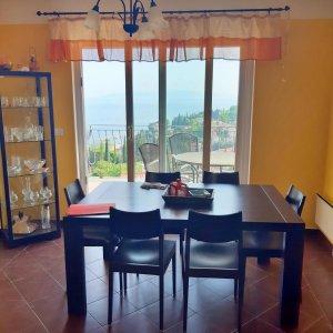Ičići-dvoetažni apartman s pogledom na more