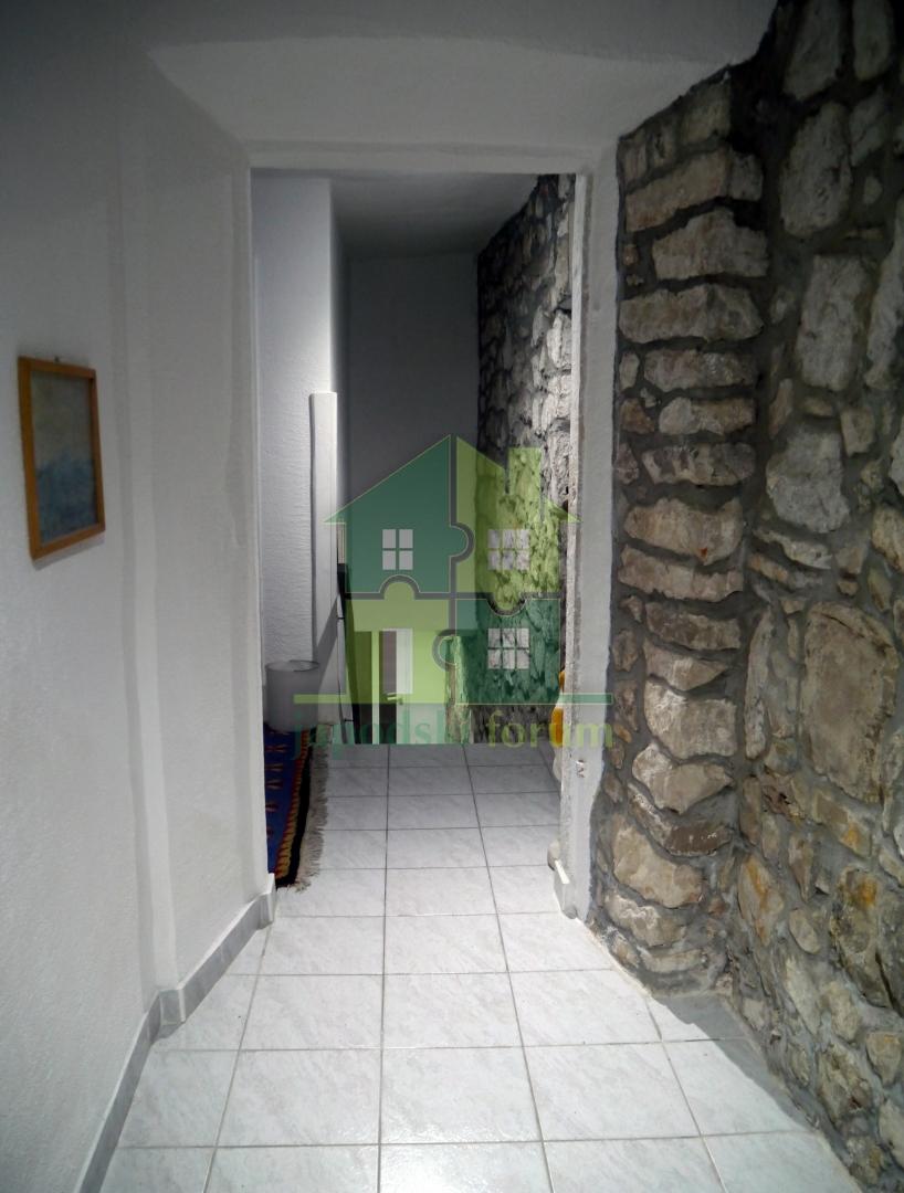 Kamena kuća u starom dijelu Trpnja 450m2