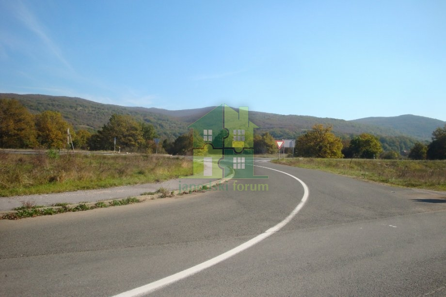 Kuća sa poslovnim prostorom i velikom okućnicom u Pećanima - 25797m2