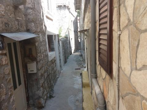 Kamena kuća u starom dijelu Trpnja