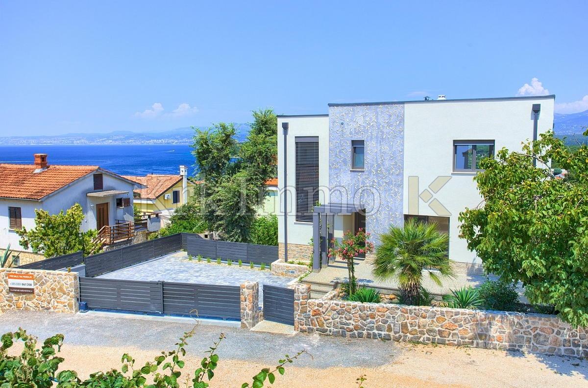 Nova villa sa bazenom. Pogled na more. Njivice.