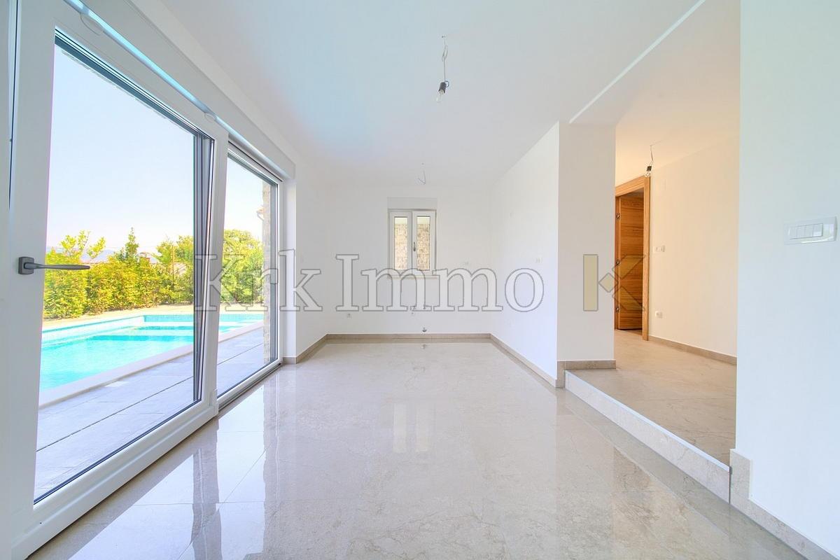 Neue Villa mit Pool. Blick aufs Meer. Njivice.