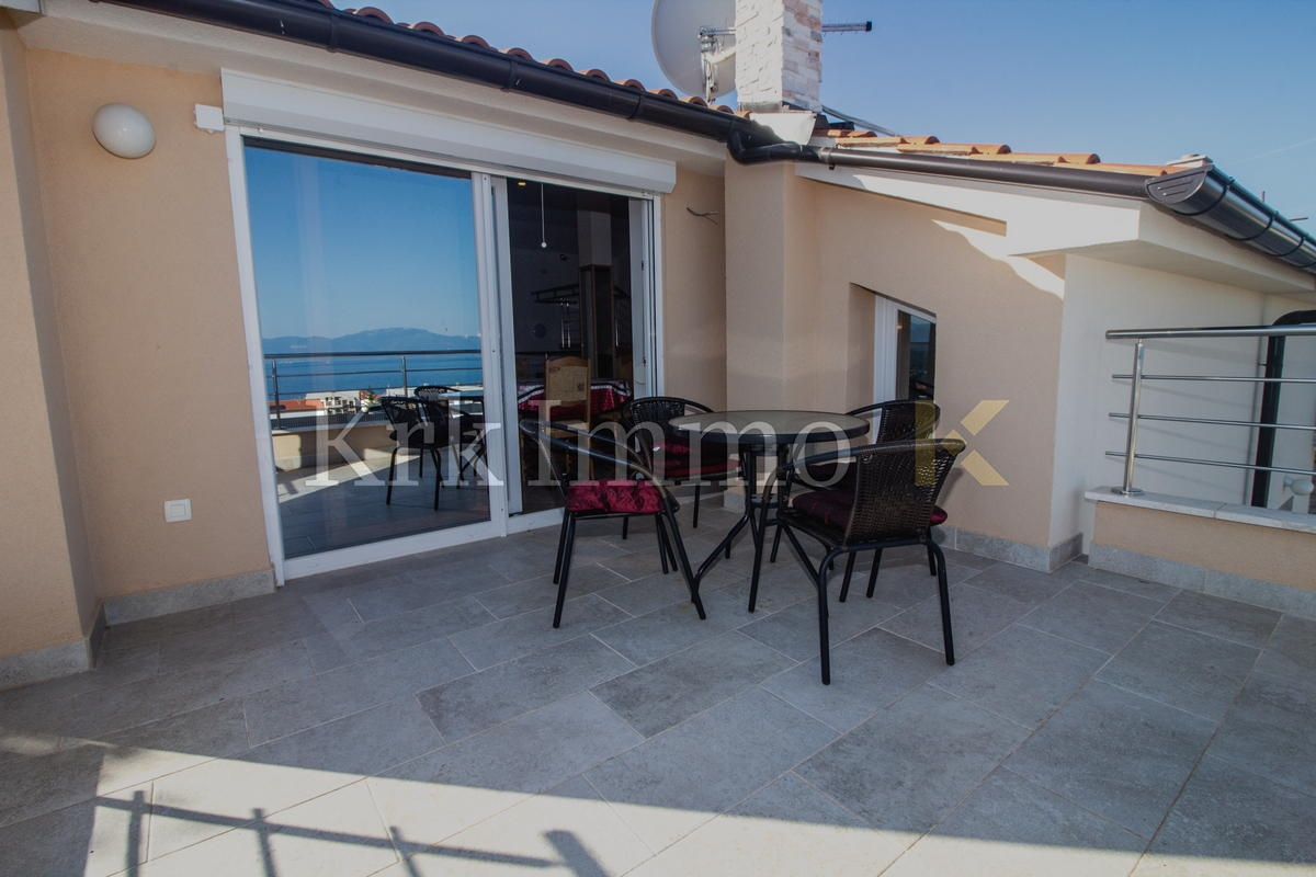 Apartman s panoramskim pogledom na more. Okućnica.