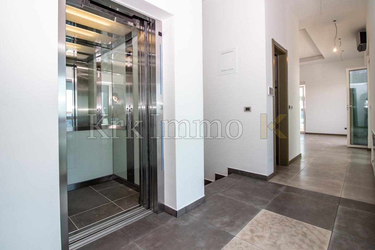 Fantastic penthouse in the town of Krk. Elevator. Sea View.