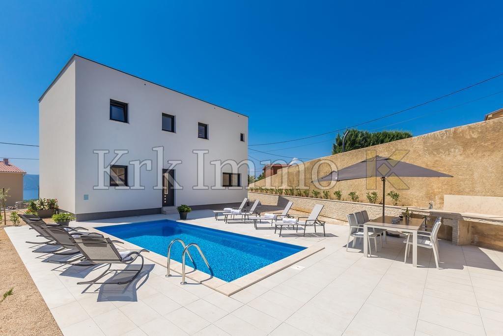 Neues Haus mit Pool und Meerblick.
