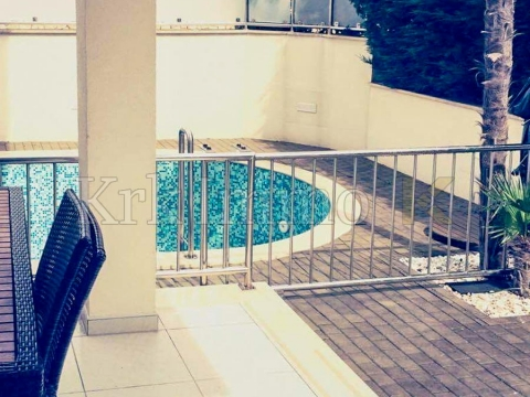 Apartment with pool. Near the sea.