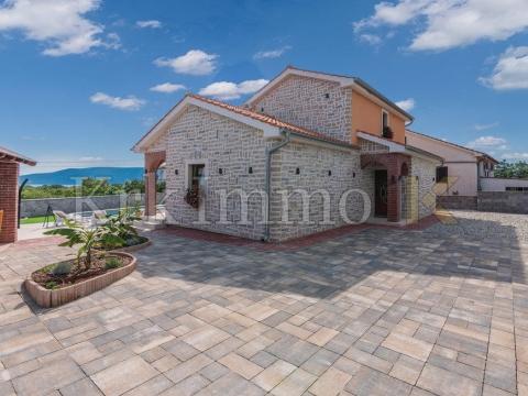 Steinhaus mit Pool. Die Insel Krk