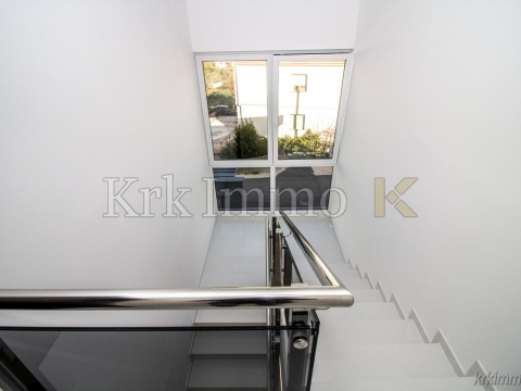 Two great apartments in the city of Krk. 100 m from the sea.