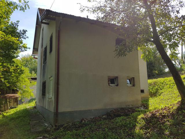 Zabok, katnica od cca 200 m2 s gosp. zgradom