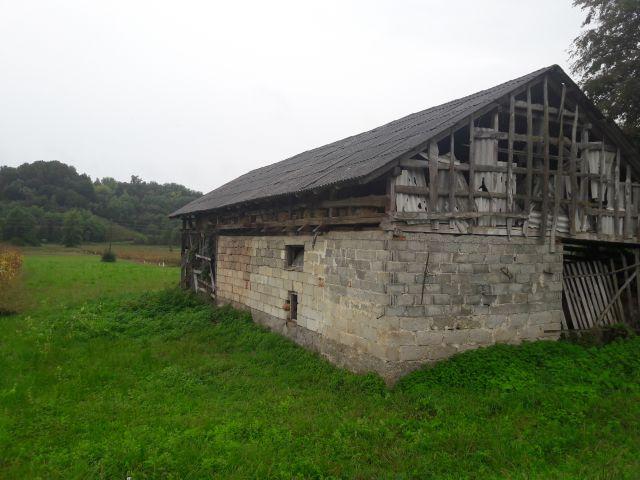 Desinić, Velika Horvatska, zemljište s dva objekta