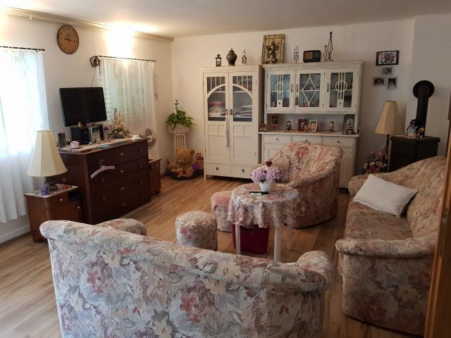 Jakovlje, Kraljev Vrh, Vinogradska 40, kuća/vikendica na prodaju