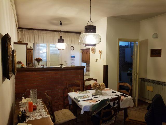 Poslovni prostor u centru Stubaka, 04 m2, prvi kat