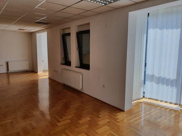Zabok, poslovni prostor od 66,85 m2 na prvom katu
