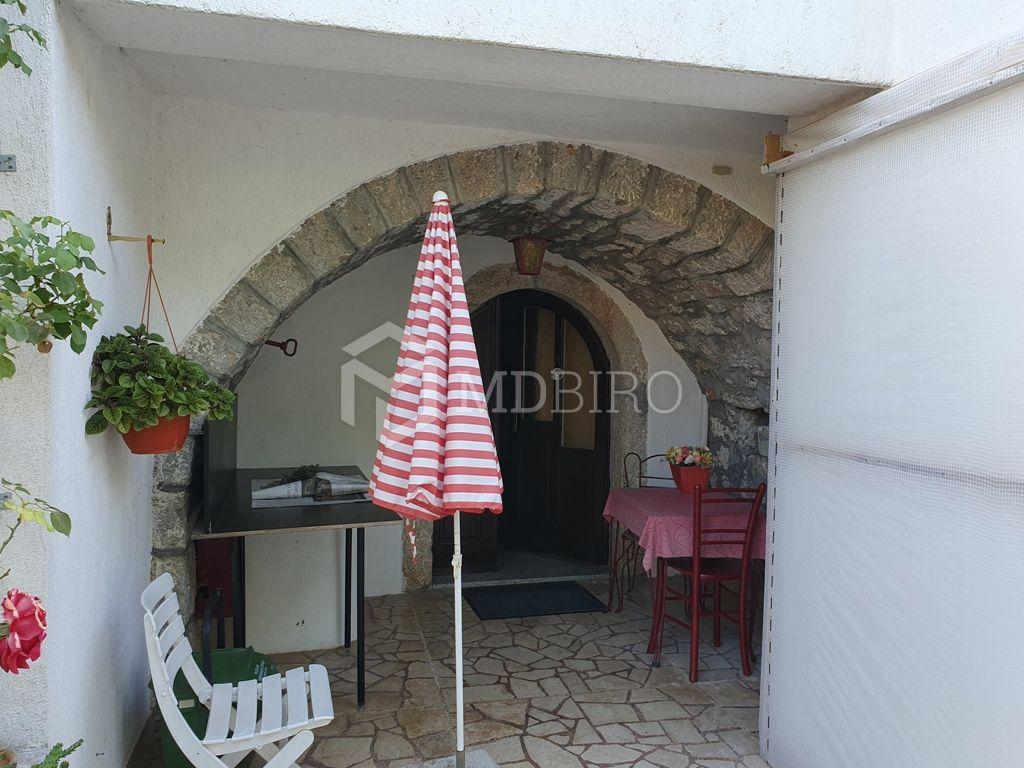 Punat, uređena kamena kuća s tri parkirna mjesta