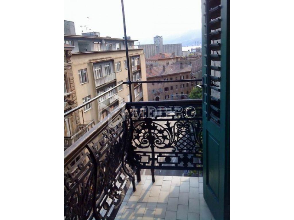 Luksuzan stan u centru grada