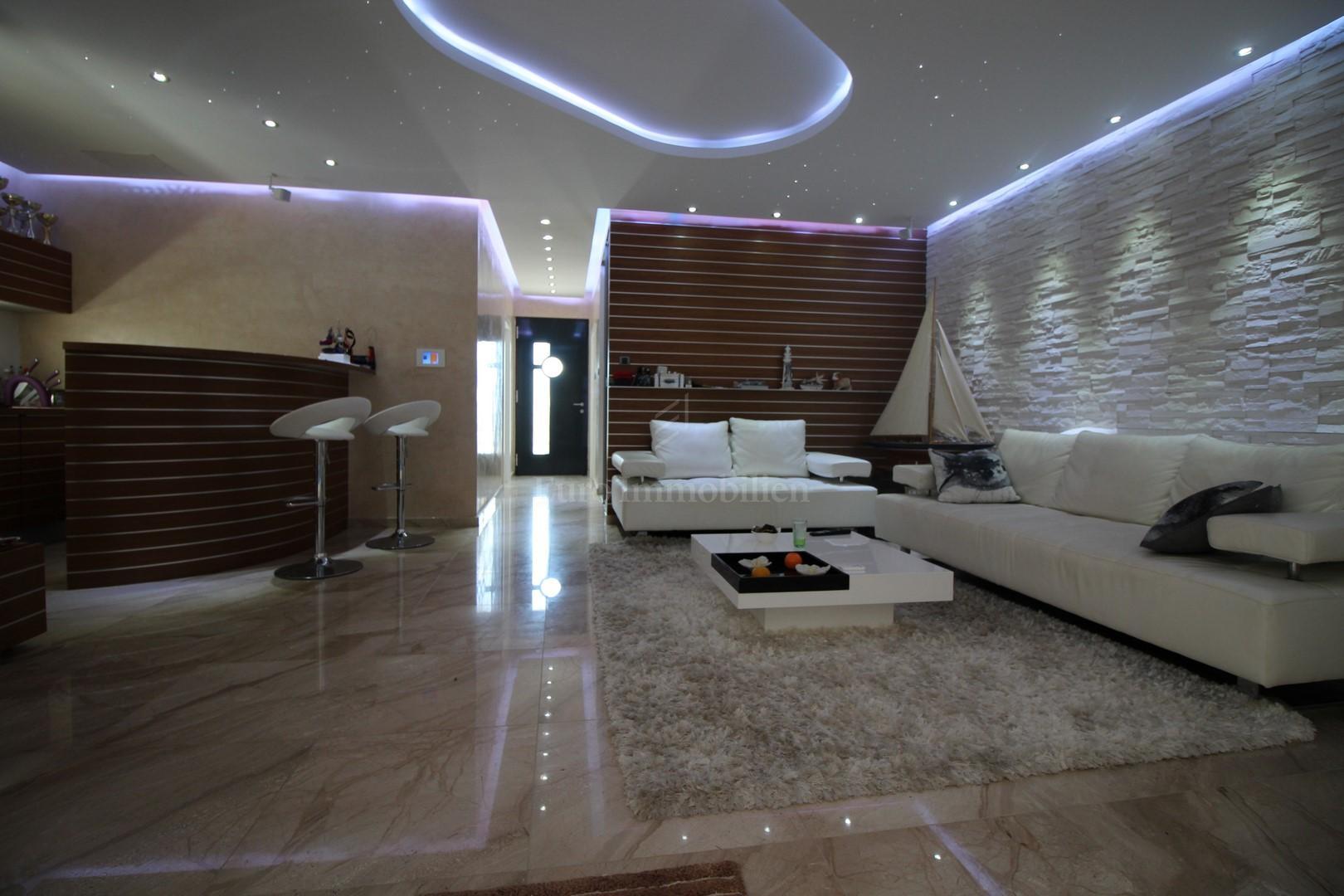 Potpuno opremljena luksuzna kuća na odličnoj lokaciji