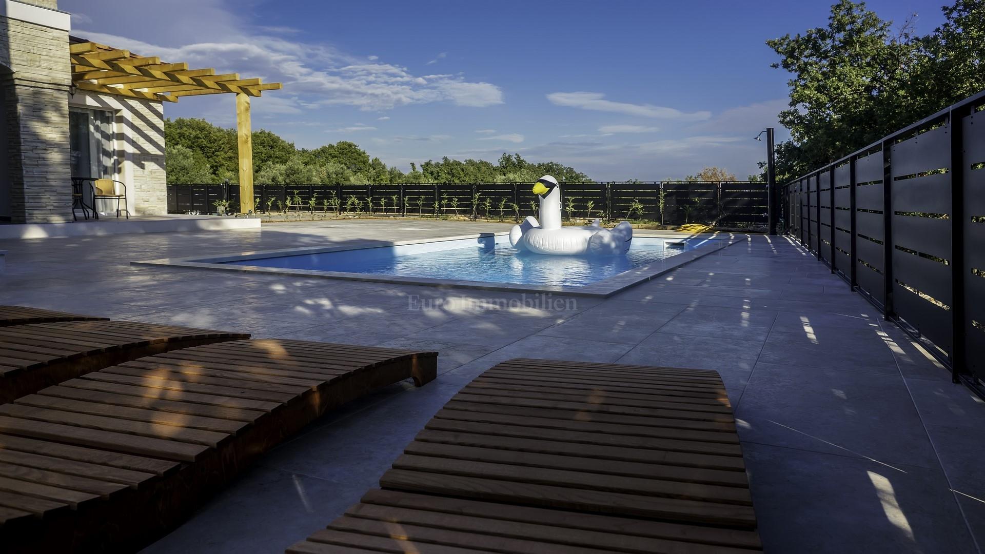 Luksuzna kamena villa s panoramskim pogledom na more