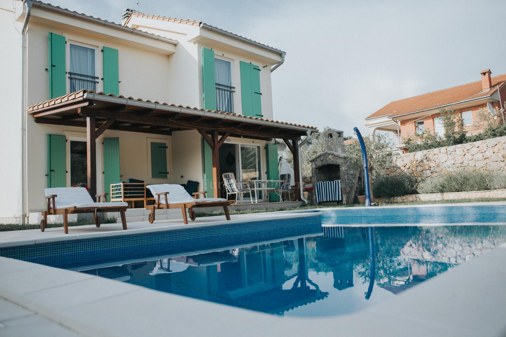 Charming House With Swimming Pool Categorized For Rent Haus
