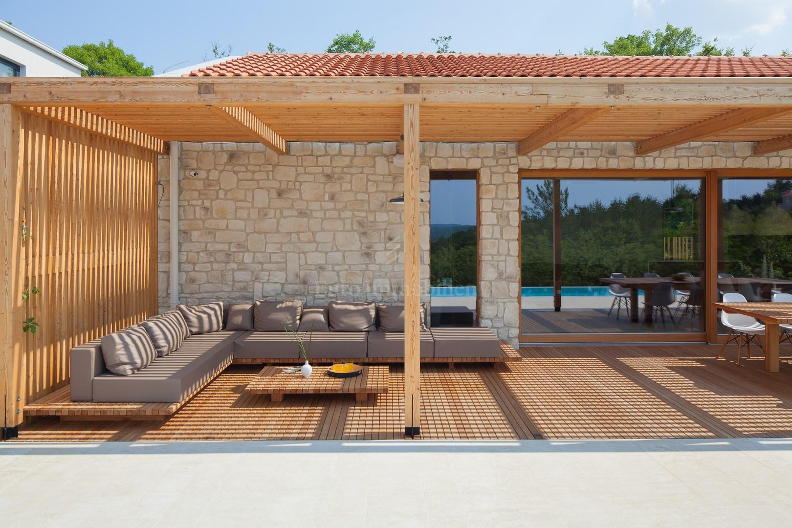 Moderna kuća s bazenom