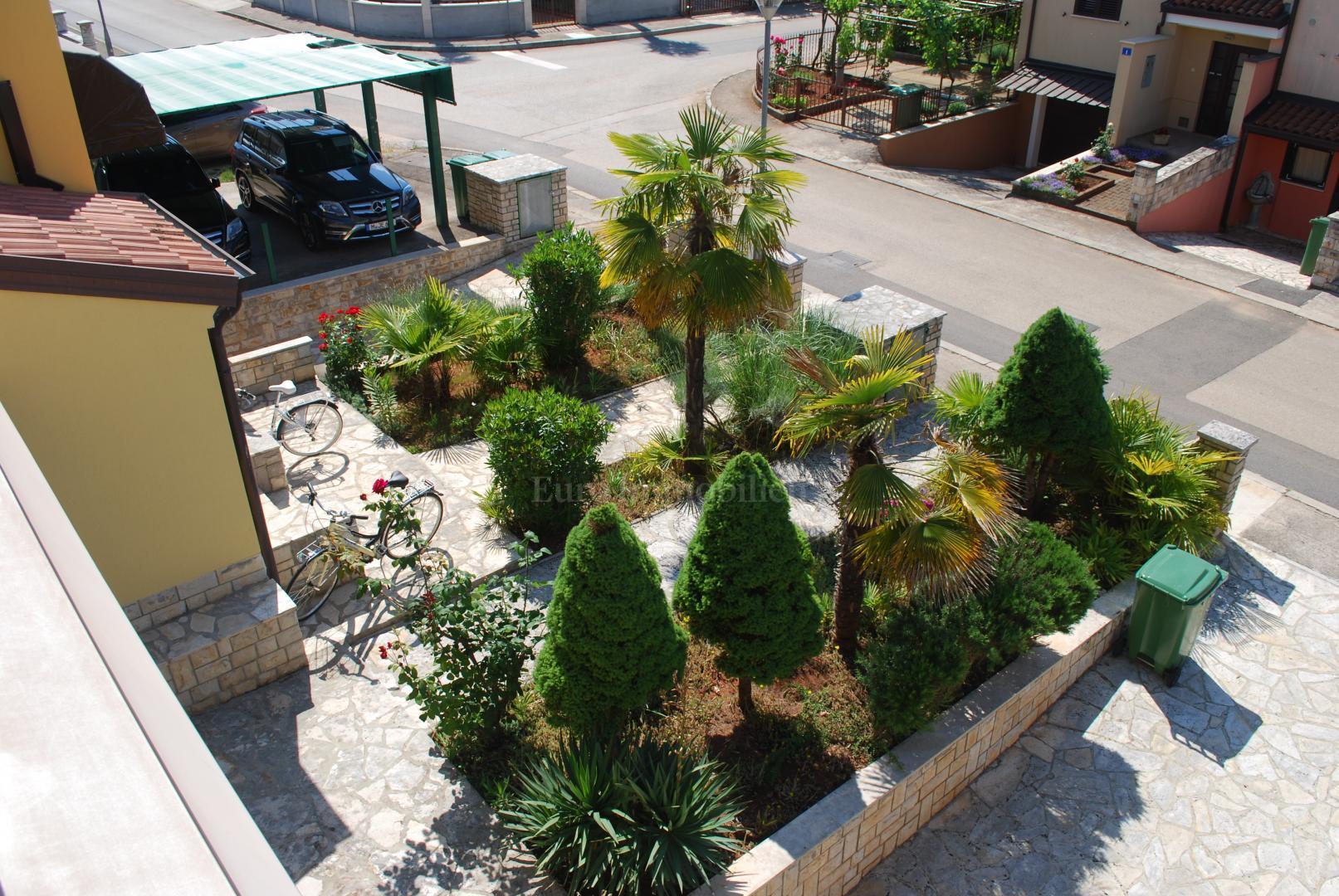 Kuća sa velikim vrtom na mirnoj lokaciji