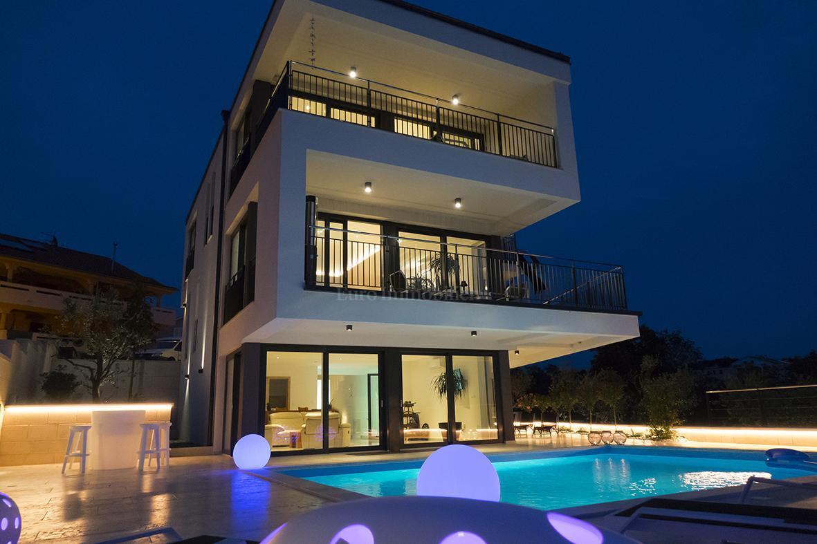 Impresivna villa s bazenom i pogledom na more