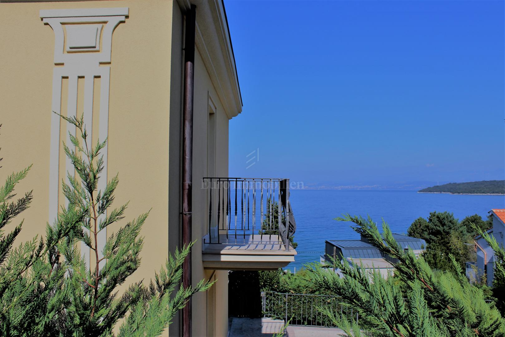 Villa on a excellent location with sea view