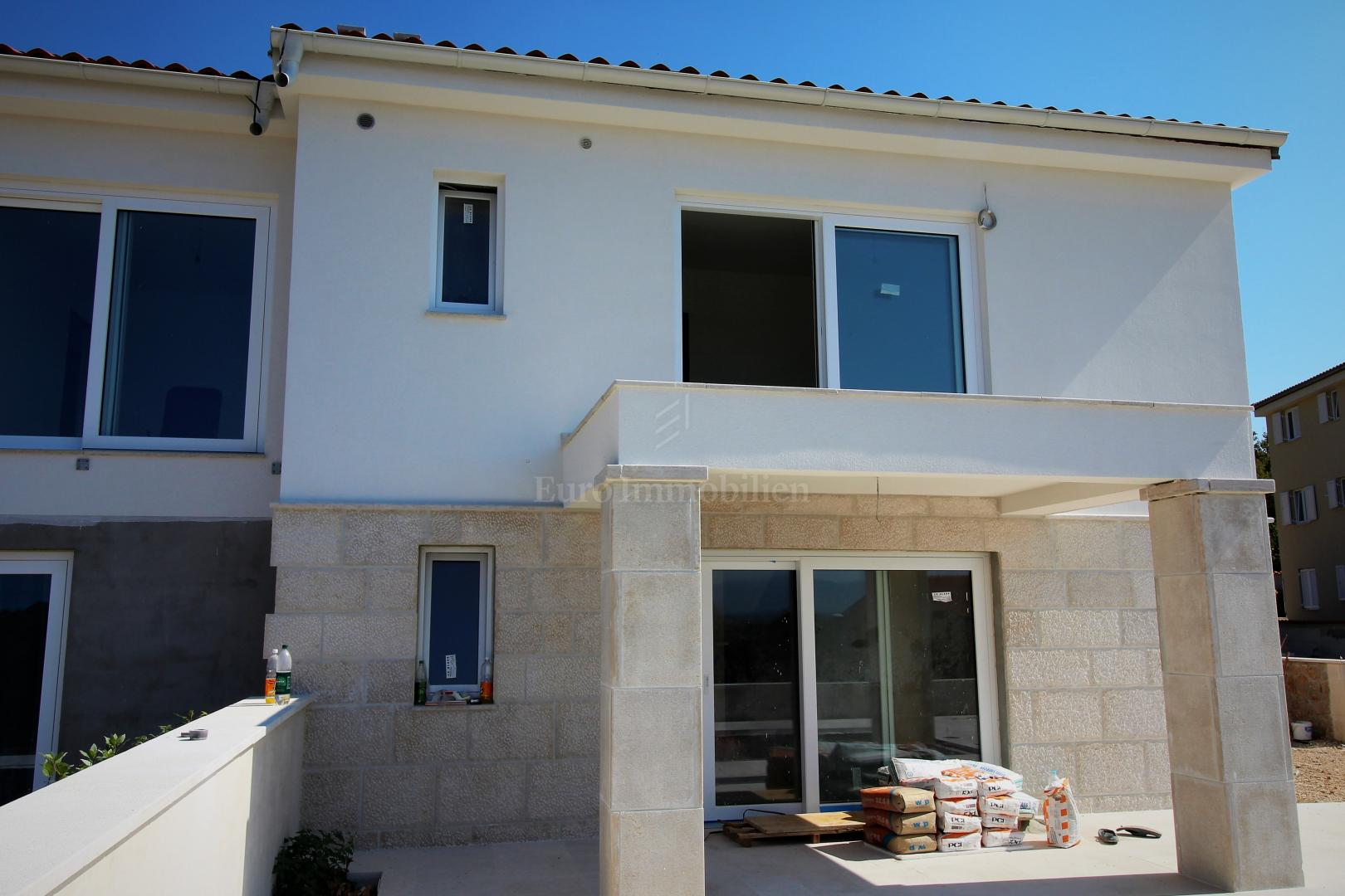 Modern semi-detached house with sea view