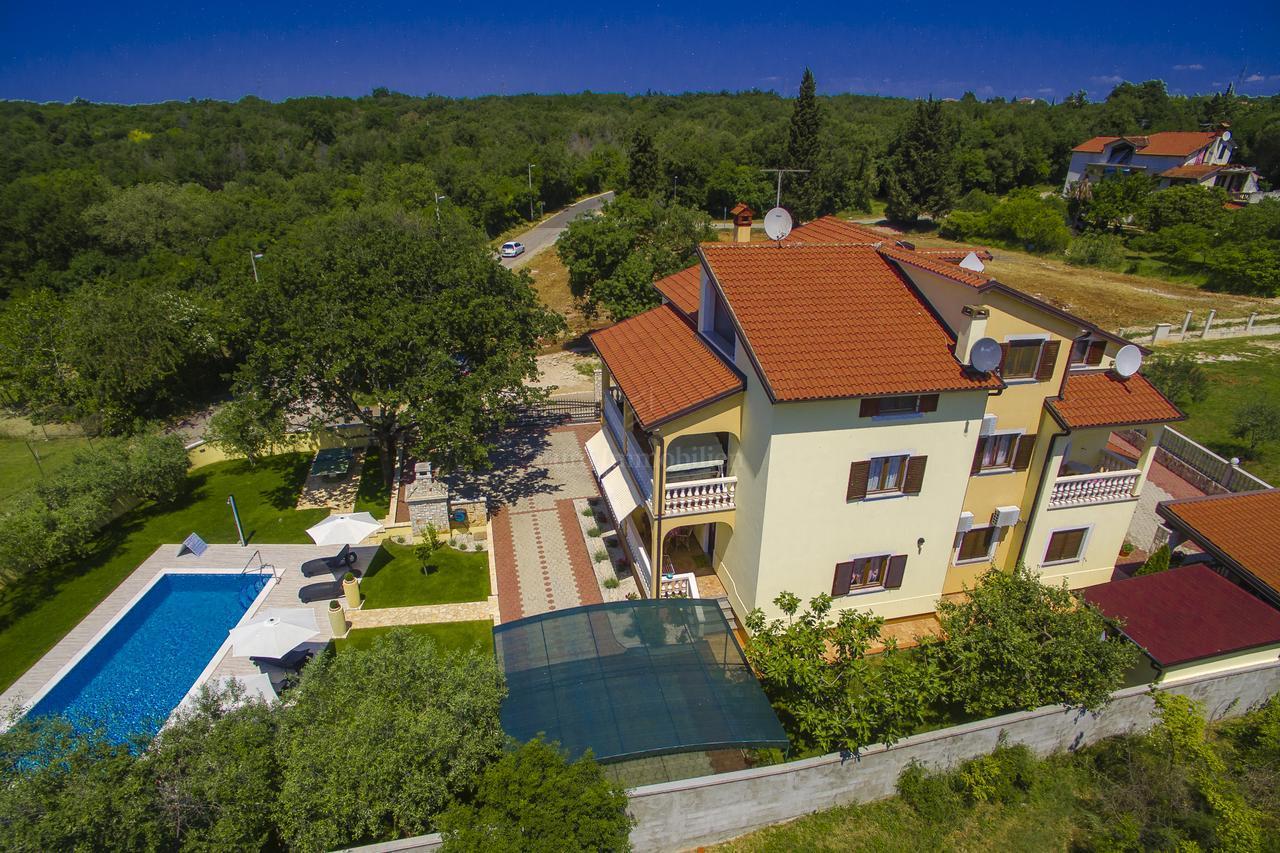 Schones Apartmenthaus Mit Pool Und Garten Haus