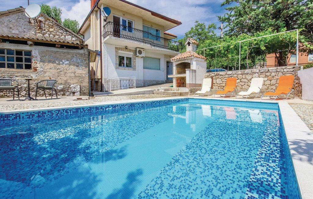 Freistehendes Haus mit Pool, Garten und Garage, Haus