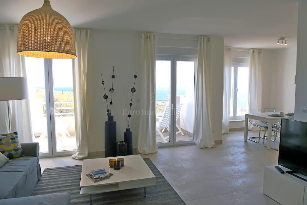 Atraktivan i komforan apartman 600 m od mora