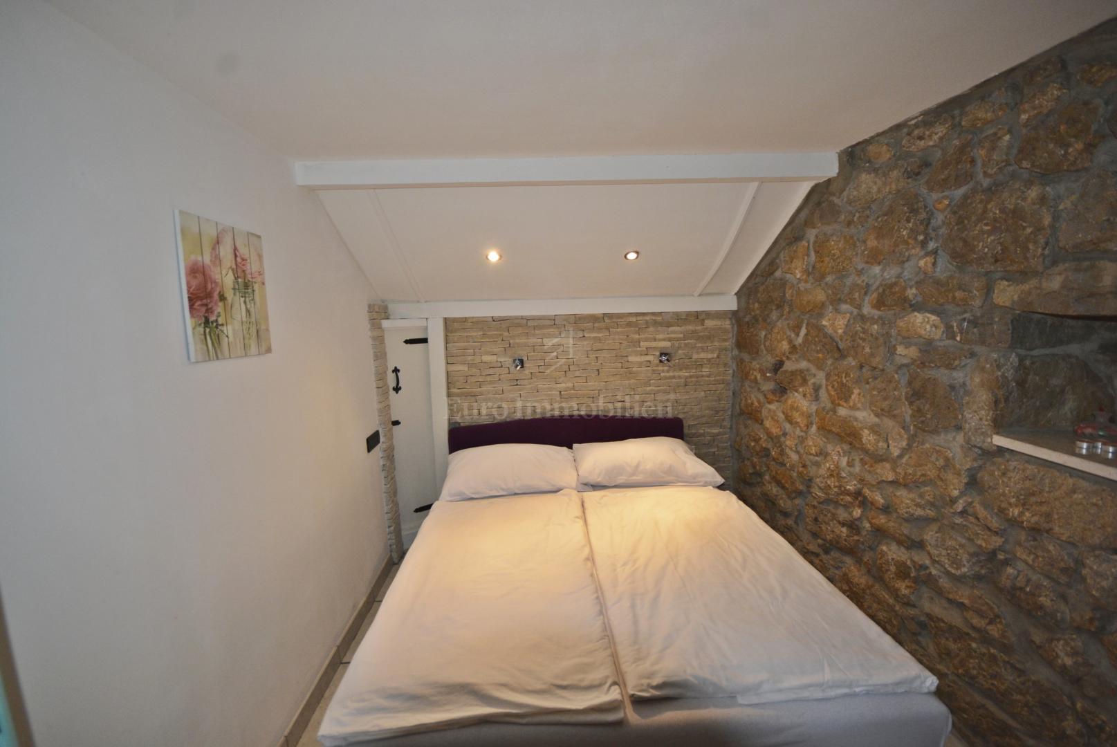 Ristrutturata casa in pietra in una posizione tranquilla