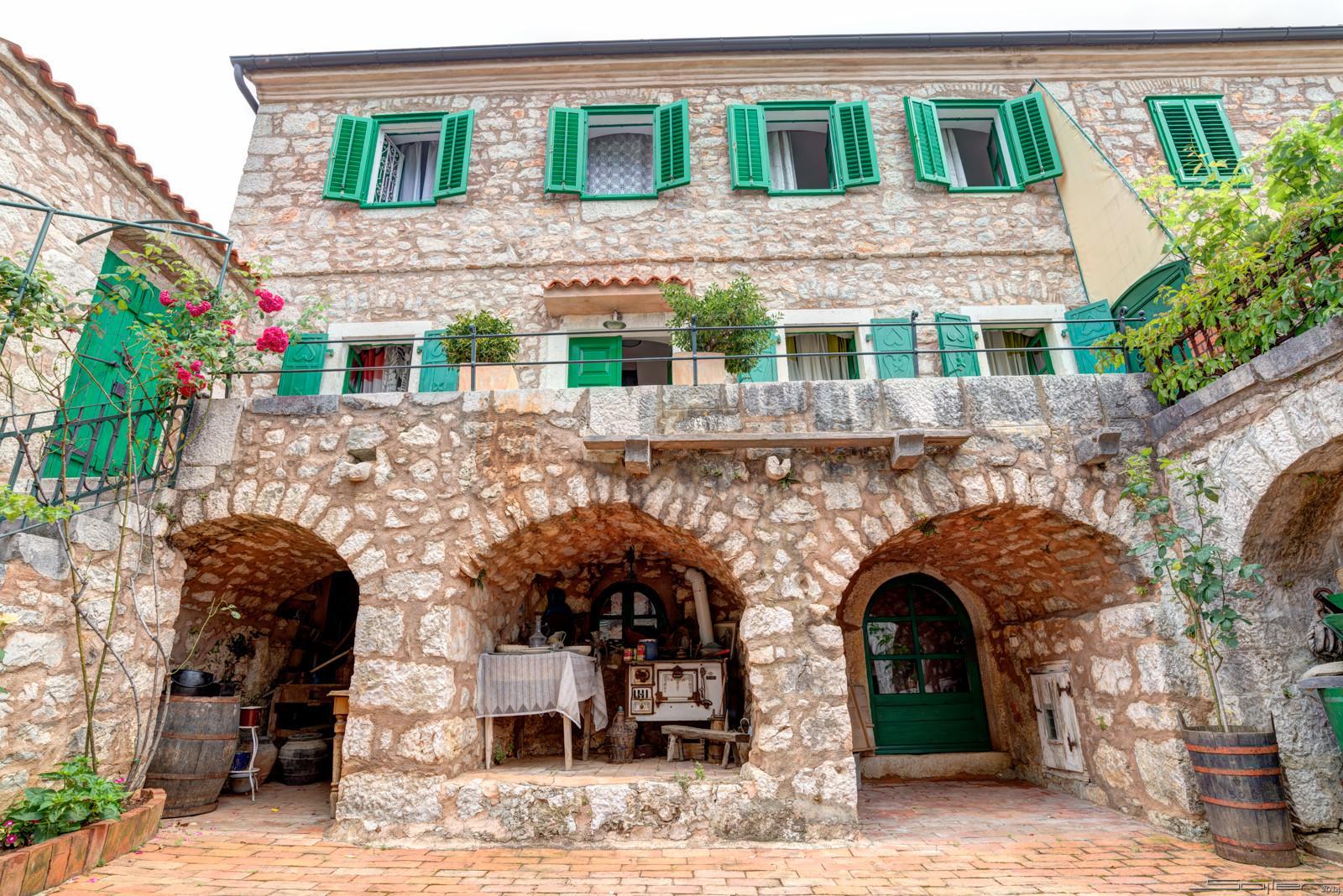 Due Ristrutturate Case In Pietra Con Ampio Giardino Casa