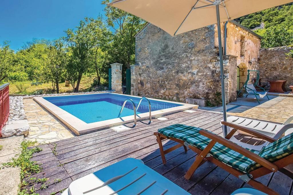 Kamena kuća s bazenom, idealna za turistički najam