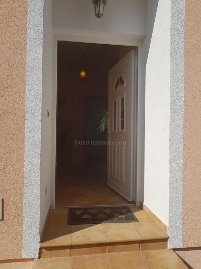 Samostojeća kuća na mirnoj lokaciji