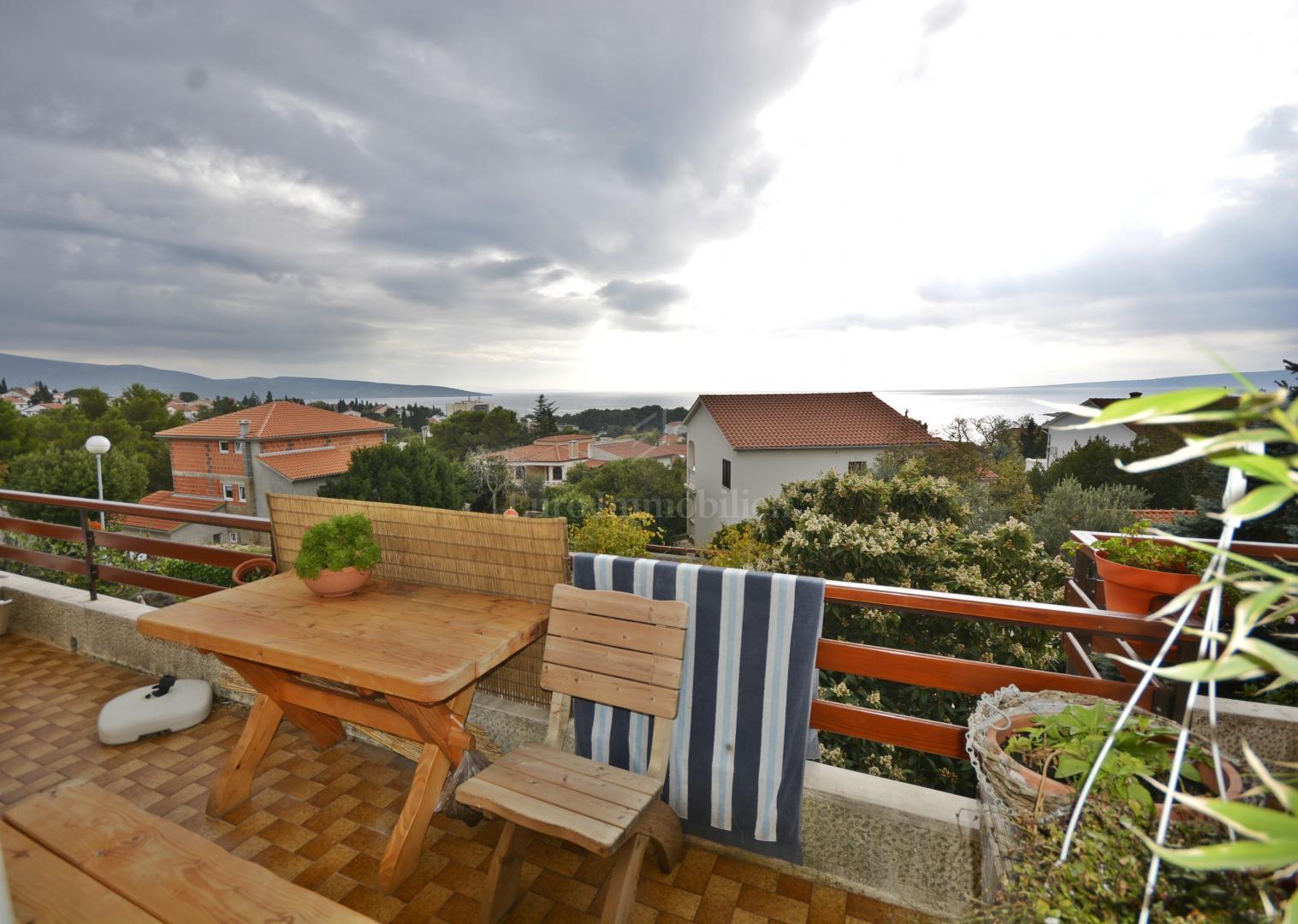 Kuća sa dva apartmana i pogledom na more u gradu Krku