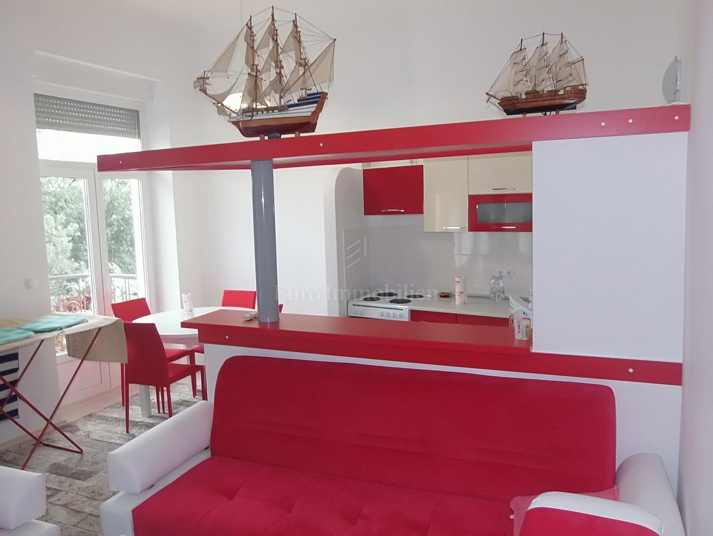Apartman u staroj villi, prvi red do mora