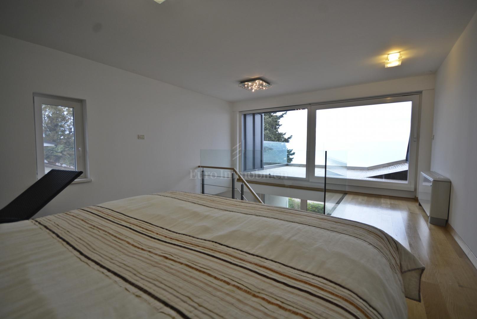 Moderne Villa in erster Reihe zum Strand