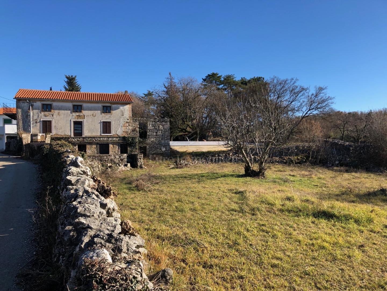 Stara kamena kuća za adaptaciju, potencijal!