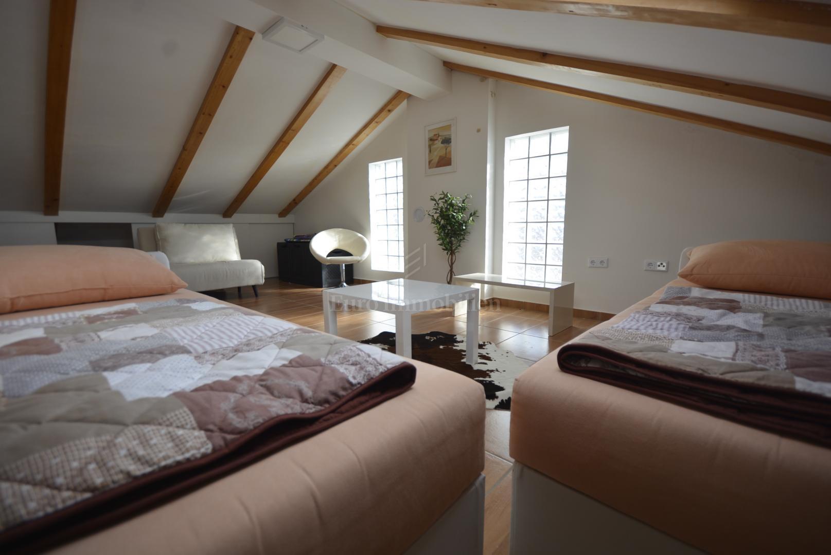 Komfortables Apartment mit Galerie und Meerblick