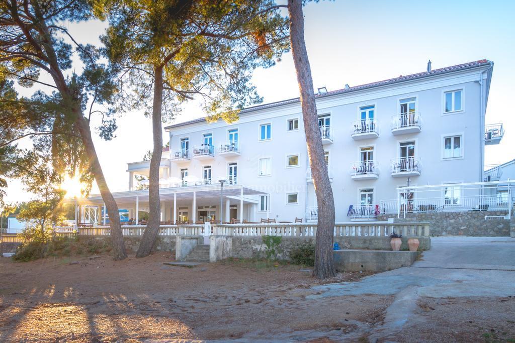 Hotel in una posizione eccezionale, prima fila sul mare