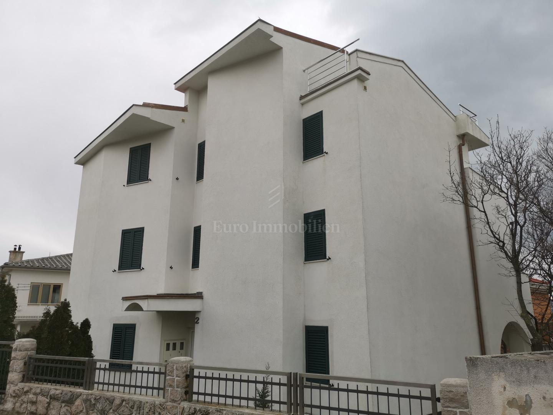 Novi Vinodolski, casa con tre unità abitative e giardino