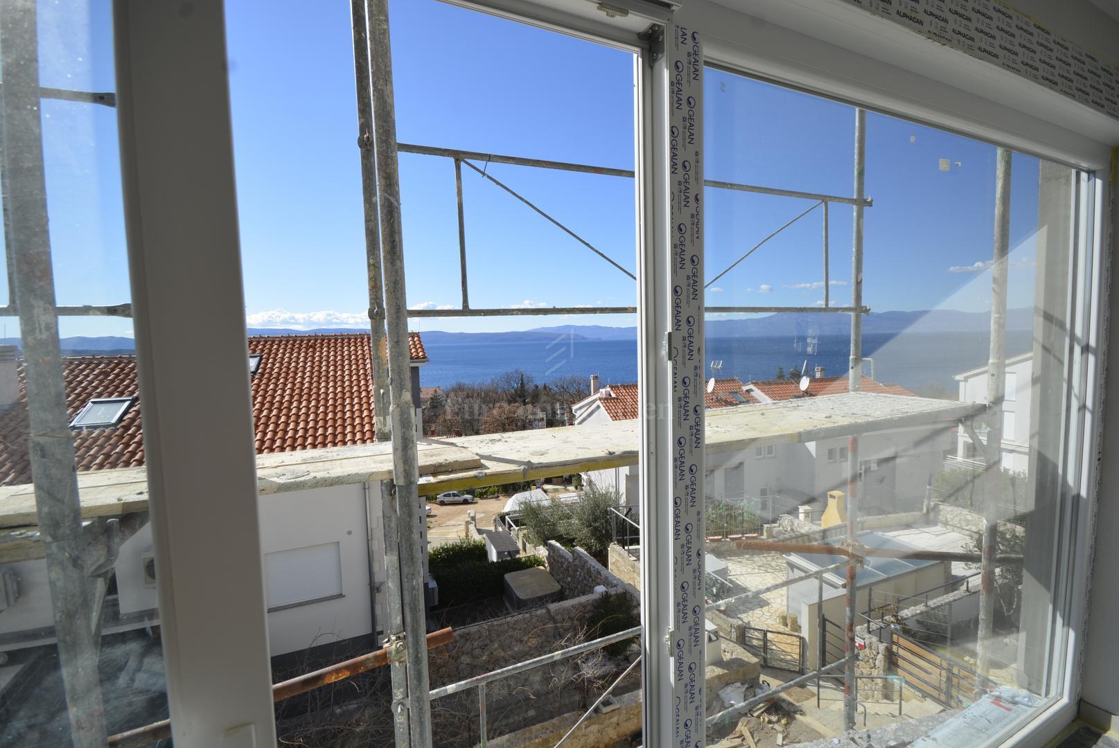 Exklusives Apartment mit Pool auf dem Dach und offenem Meerblick